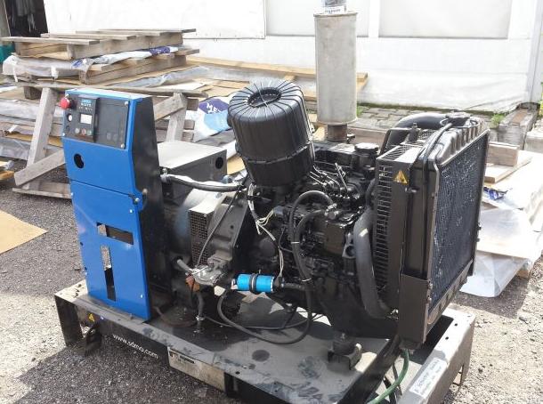 Фото: Дизельный генератор SDMO T12KM